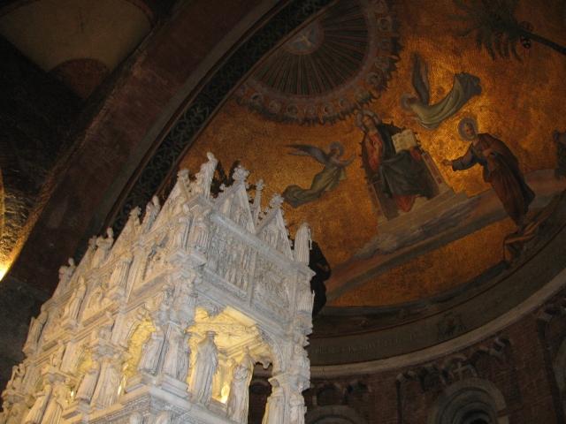 Arca marmorea, imponente monumento sacro