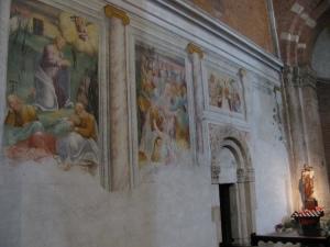 Affreschi del sec. XVI e porta romanica del sec. XI