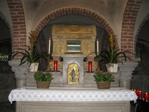 Le reliquie di Severino Boezio nella cripta della Basilica