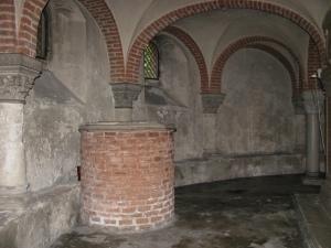 Il pozzo situato nella cripta della Basilica