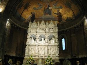 L'Arca marmorea di S. Agostino, capolavoro della scultura lombarda del Trecento