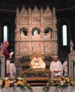 Pope Benedict XVI  near the Ark of St Augustine