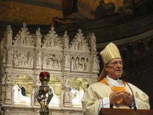 Il vescovo di Pavia monsignor Giovanni Giudici