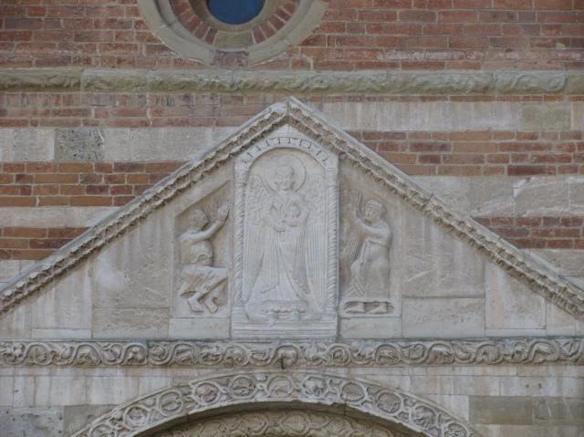 Basilica di San Pietro in Ciel d'Oro, particolare della facciata