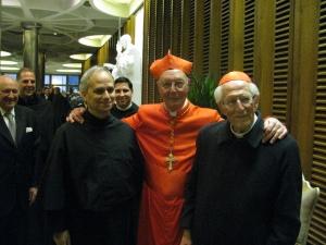 Sua Eminenza il cardinale Prosper Grech con il cardinale Stanislao Karlic Arcivescovo emerito di Paraná (Argentina) e il Priore Generale dell'Ordine di Sant'Agostino Padre Robert Prevost