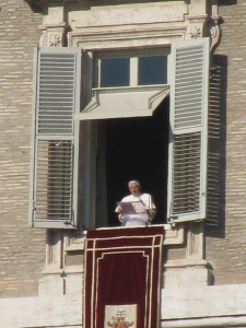 Il Santo Padre alla finestra del Palazzo Apostolico