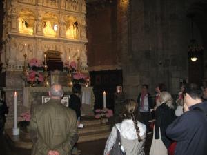 Davanti all'Arca di Sant'Agostino