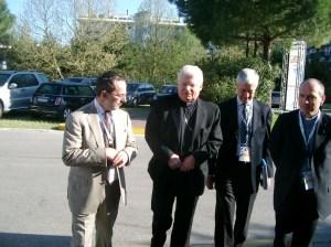Il cardinale Angelo Scola, all'epoca patriarca di Venezia, accolto dall'allora direttore di Avvenire Dino Boffo