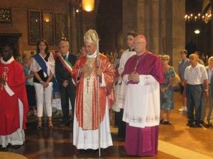 Il vescovo di Biella, monsignor Mana, e il vescovo di Pavia monsignor Giudici,  davanti a Sant'Agostino