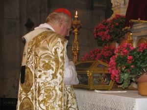 Il cardinale Angelo Scola rende omaggio a Sant'Agostino