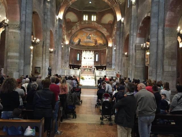 La Basilica gremita durate la Festa di S. Rita 2015
